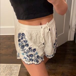 embroidery Abercrombie tie shorts